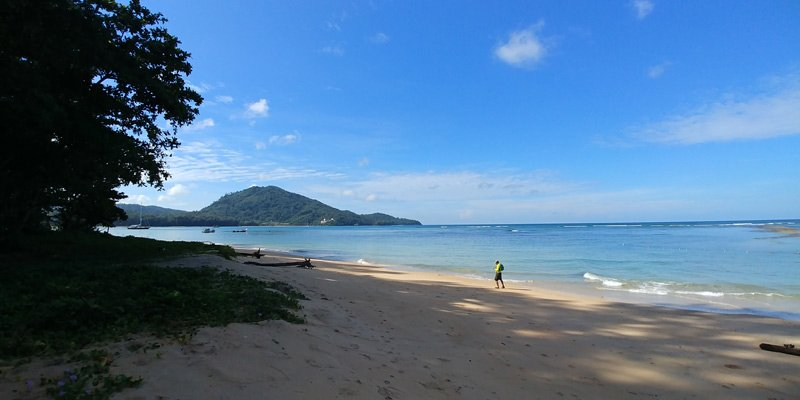 Praia do Aeroporto em Phuket