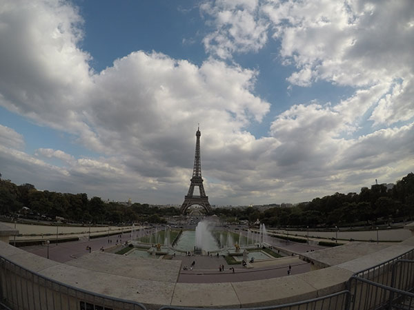 A Torre Eiffel, viajando pela Europa