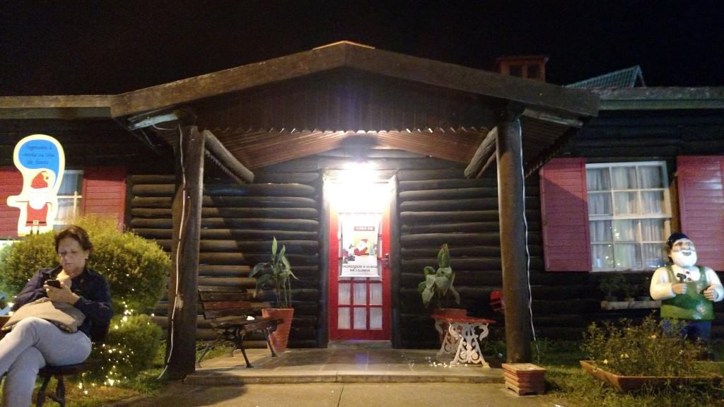 Casa do Papai Noel + Tiazinha que não saía do banco para eu poder tirar a foto