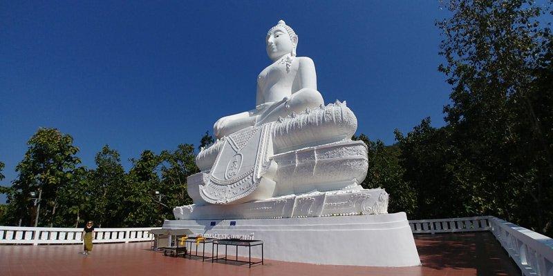 Grande monumento budista em Pai